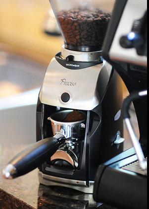 Automatyczny, żarnowy młynek do kawy