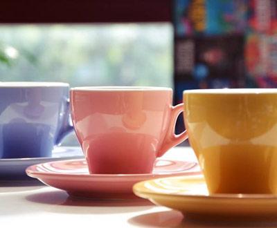 Kolor filiżanki może mieć wpływ na smak kawy