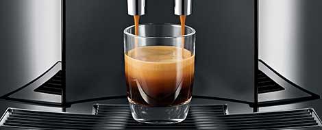 Jura E8 parzy espresso na najwyższym poziomie